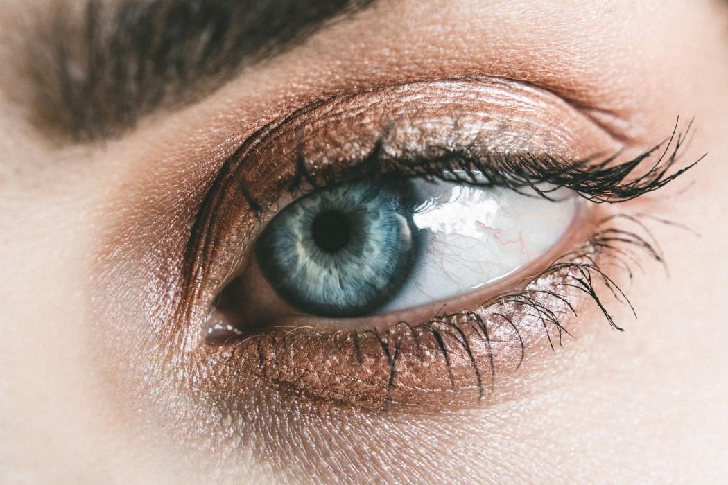 Maquillaje cuidado con la salud de tus ojos