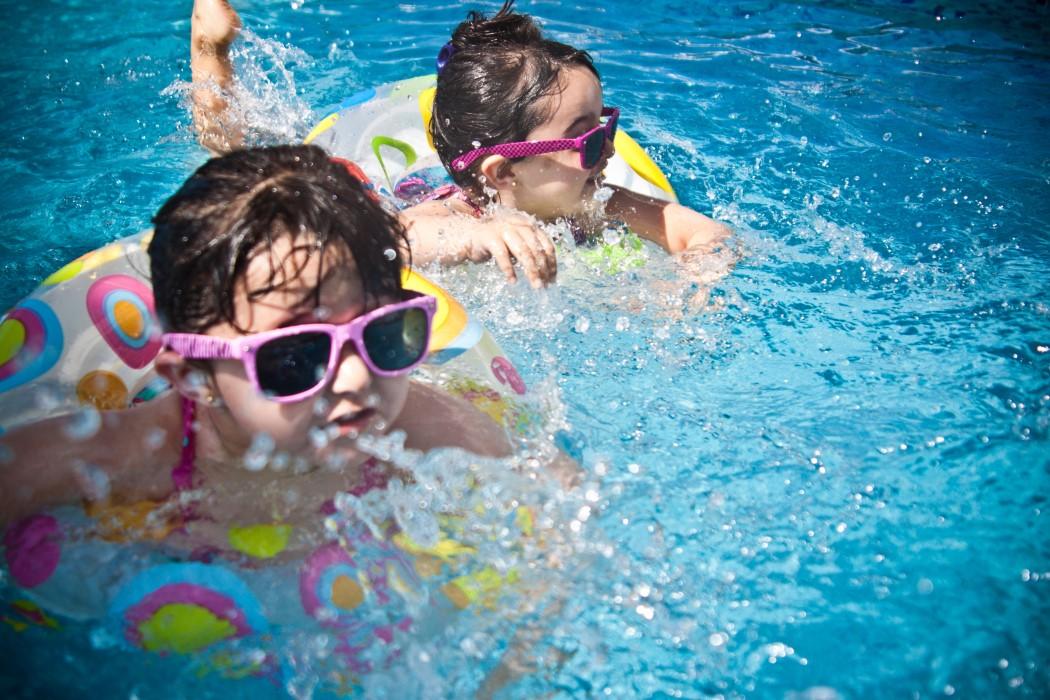 Cuidar los ojos y oídos en verano