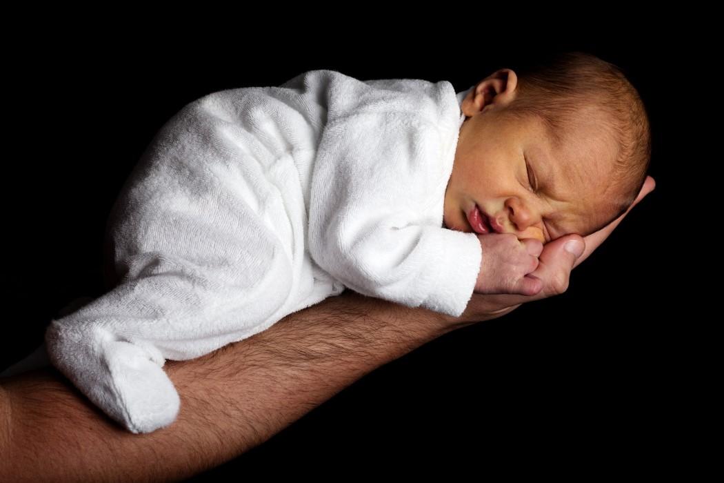 cuantas horas duerme un bebe
