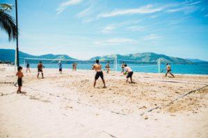 Los beneficios de realizar deportes en la playa 1